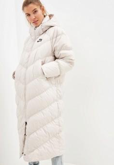 Пуховик, Nike, цвет: бежевый. Артикул: NI464EWFLCS5. Одежда / Верхняя одежда / Пуховики и зимние куртки / Пуховики
