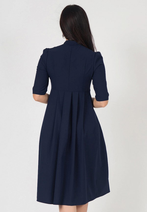 Узко глазка в синем платье.
