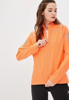 Женская оранжевая ветровка на осень