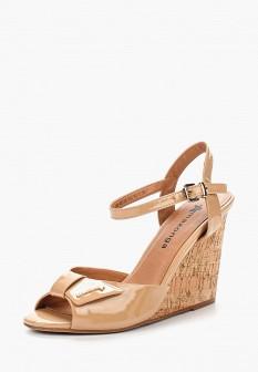 Женские бежевые осенние лаковые босоножки на каблуке