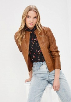 Женская коричневая осенняя кожаная куртка