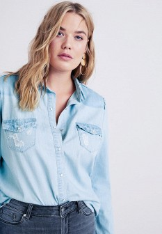 Женская голубая осенняя джинсовая рубашка