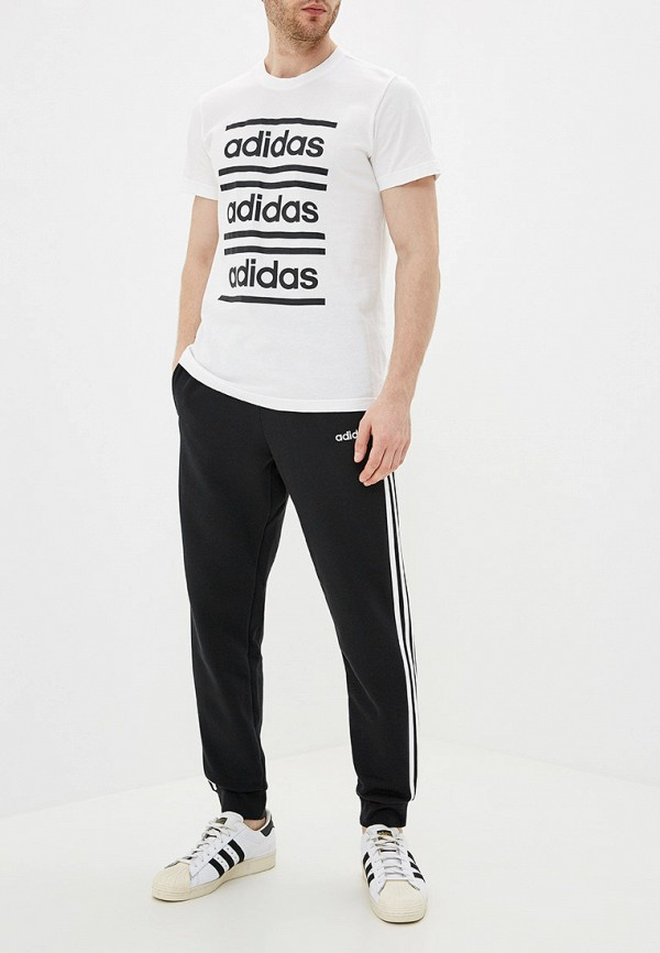 Фото 2 - Футболку adidas белого цвета