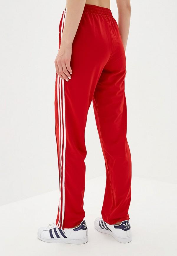 Фото 3 - Брюки спортивные adidas Originals красного цвета