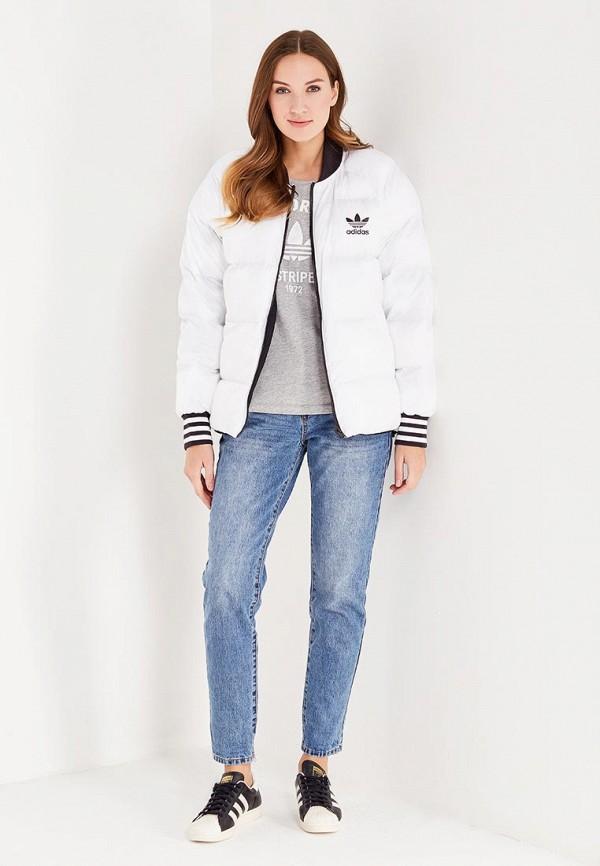 Фото 2 - Куртку утепленная adidas Originals разноцветного цвета