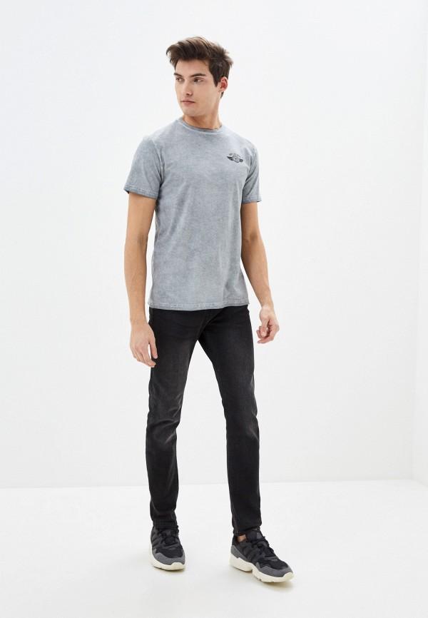 Фото 2 - Мужскую футболку Baon серого цвета
