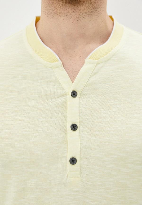 Фото 4 - Мужскую футболку Baon желтого цвета