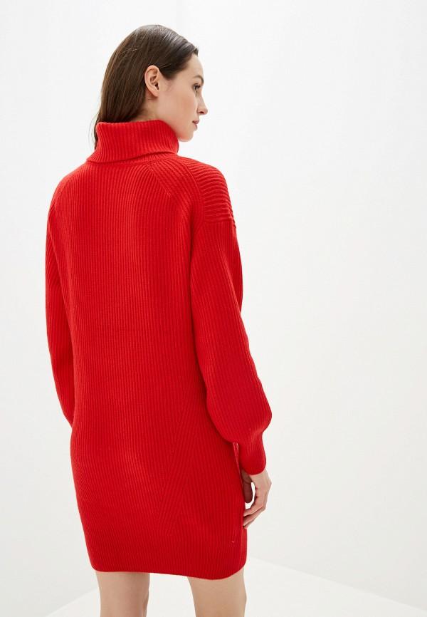 Фото 3 - Женское вязаное платье Baon красного цвета