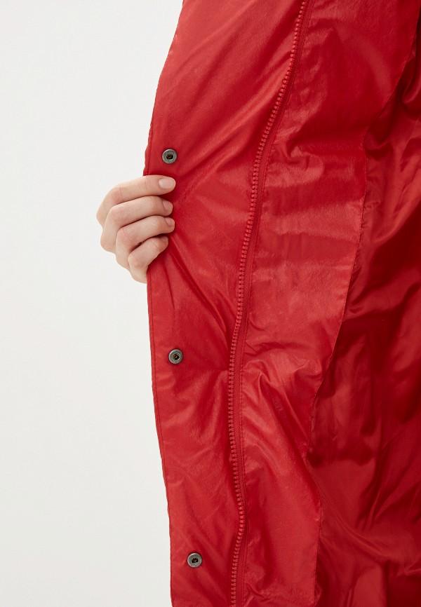 Фото 4 - женский пуховик Baon красного цвета