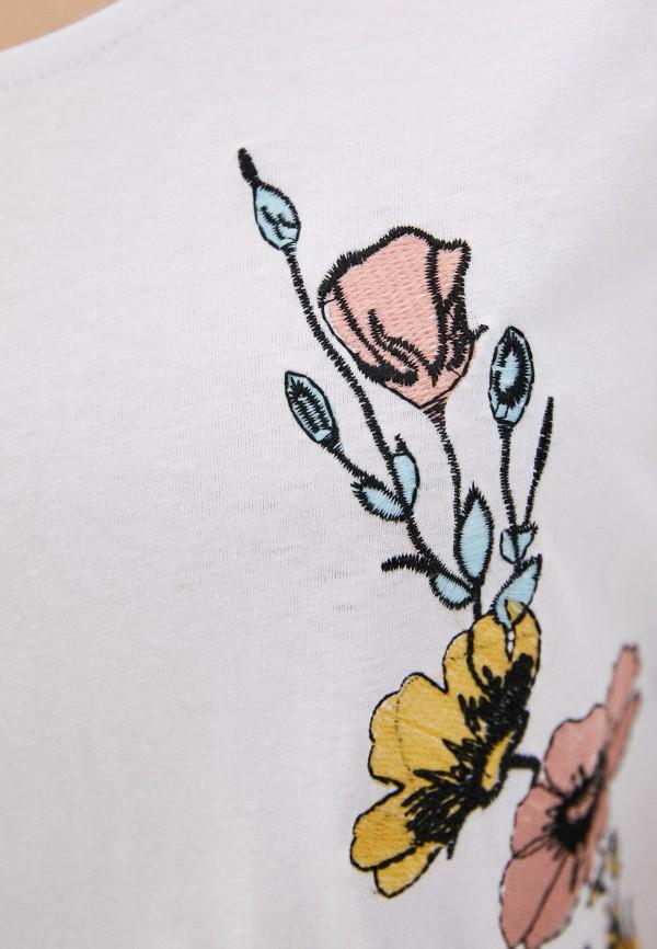 Фото 4 - Женскую футболку Baon белого цвета