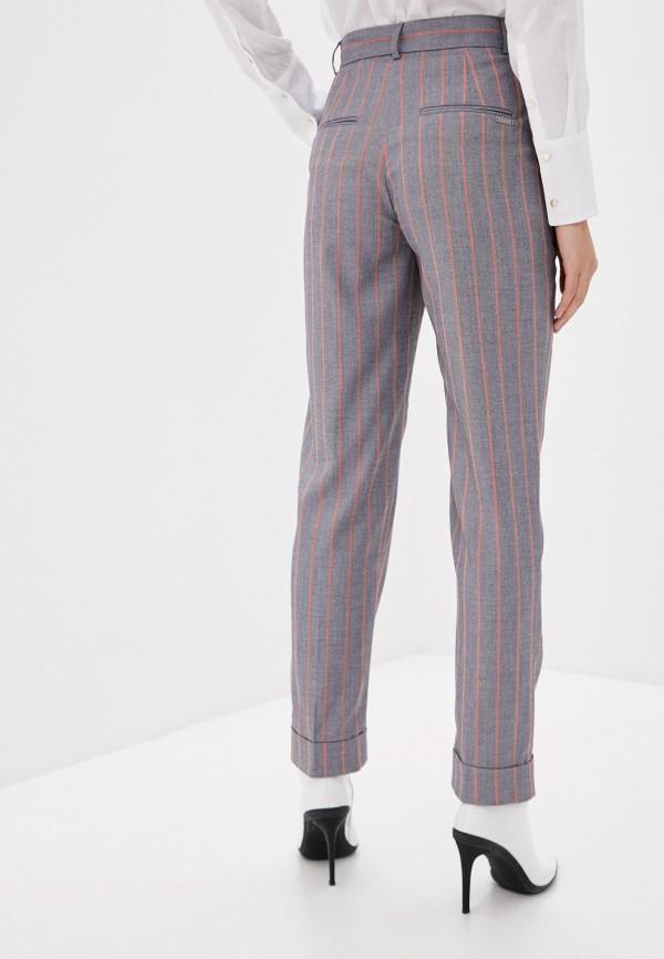 Фото 3 - Женские брюки Baon серого цвета