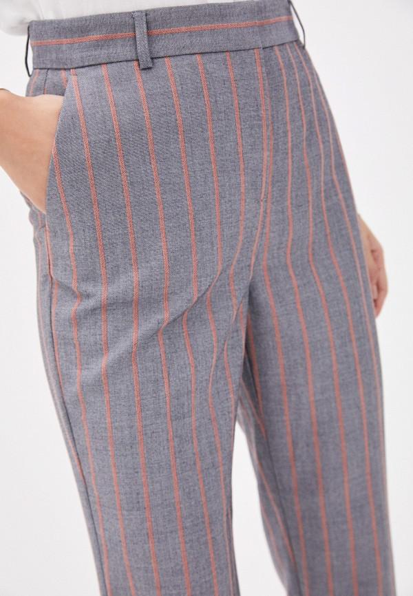 Фото 4 - Женские брюки Baon серого цвета