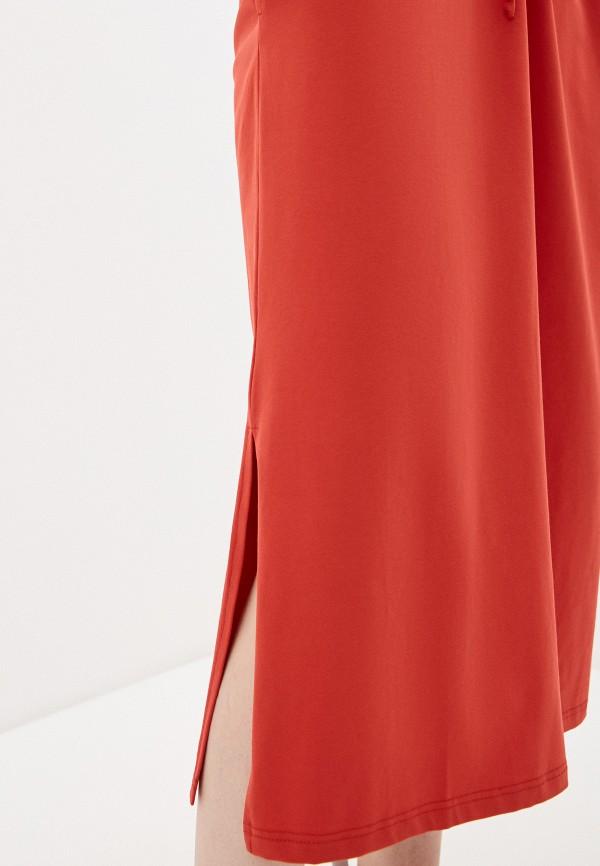 Фото 4 - Женское платье Baon красного цвета