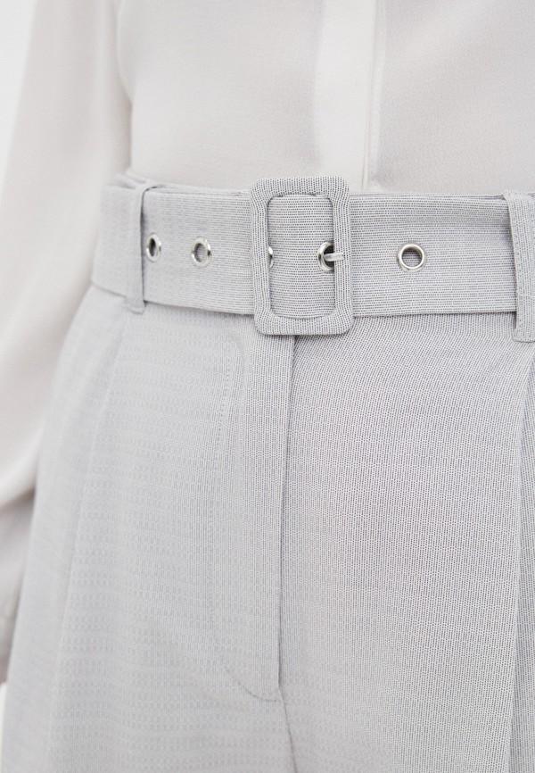 Фото 4 - Женские шорты Baon серого цвета