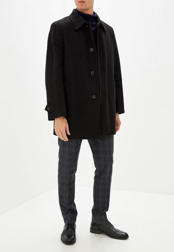 веслом, наблюдающий мужское черное пальто фото простого