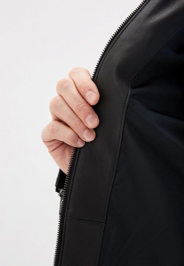 Фото 7 - Куртку кожаная Boss черного цвета