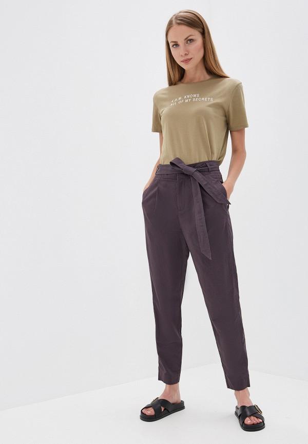 Фото 2 - женские брюки Boss серого цвета