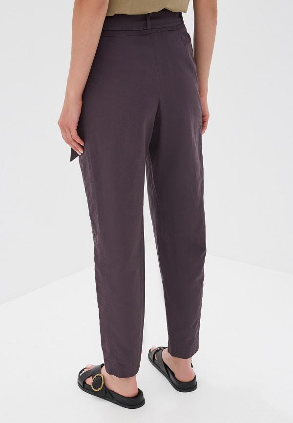 Фото 3 - женские брюки Boss серого цвета
