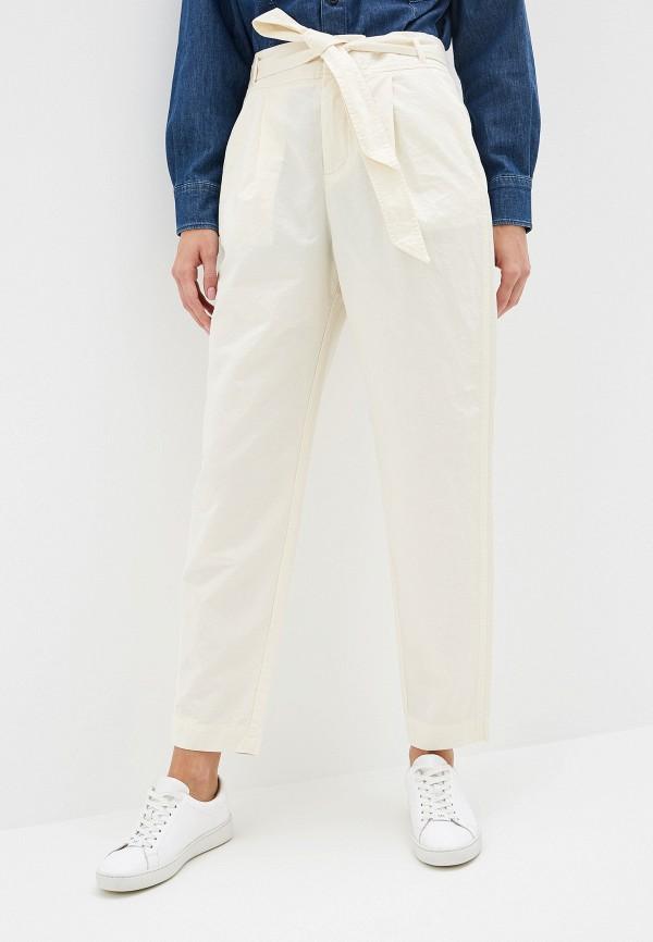 Фото - женские брюки Boss белого цвета