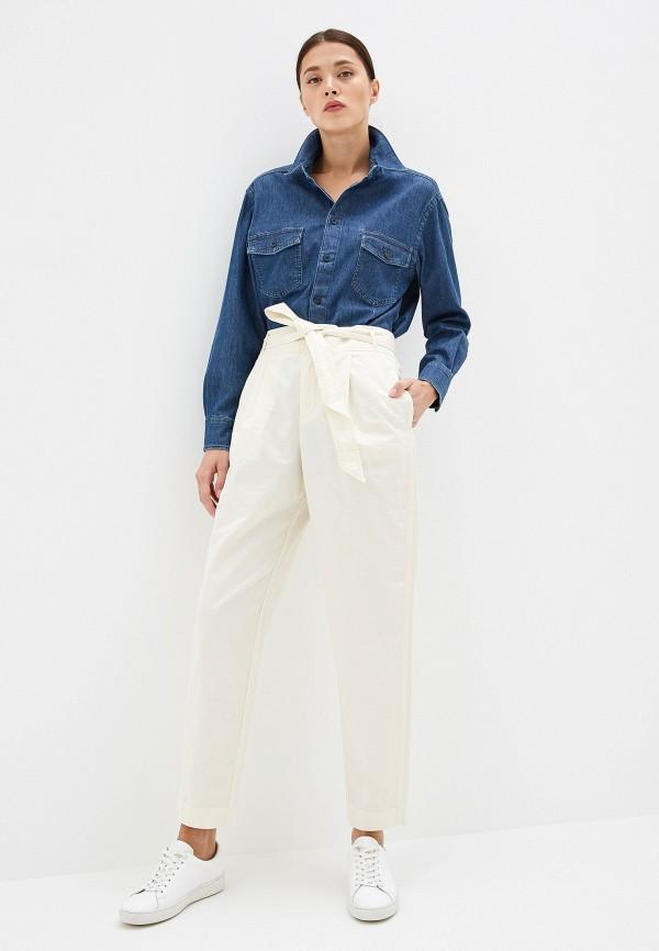 Фото 2 - женские брюки Boss белого цвета