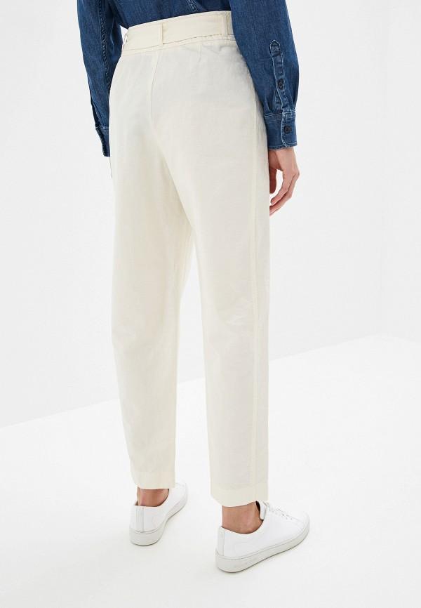 Фото 3 - женские брюки Boss белого цвета