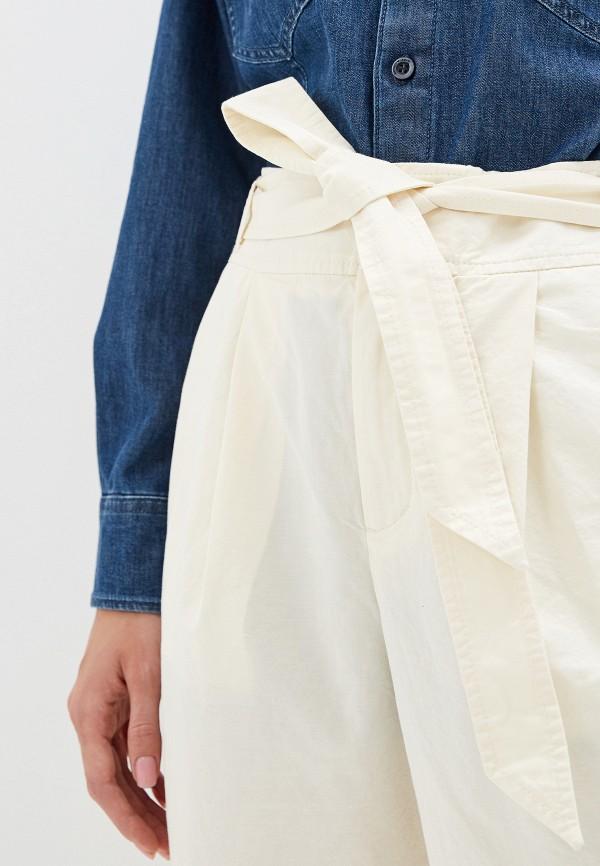 Фото 4 - женские брюки Boss белого цвета