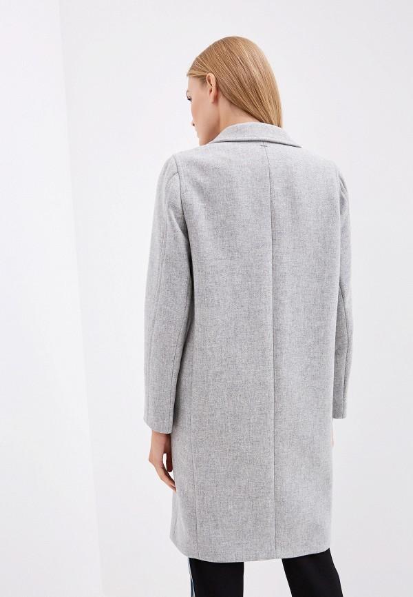 Фото 3 - женское пальто или плащ Boss серого цвета