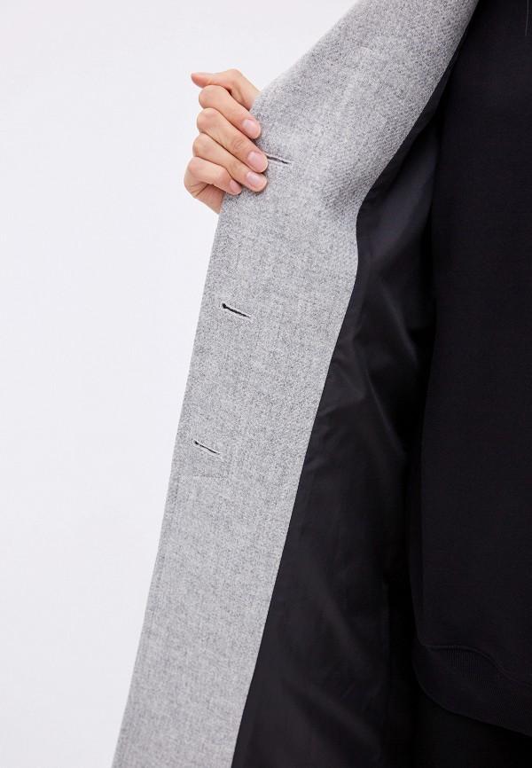 Фото 5 - женское пальто или плащ Boss серого цвета