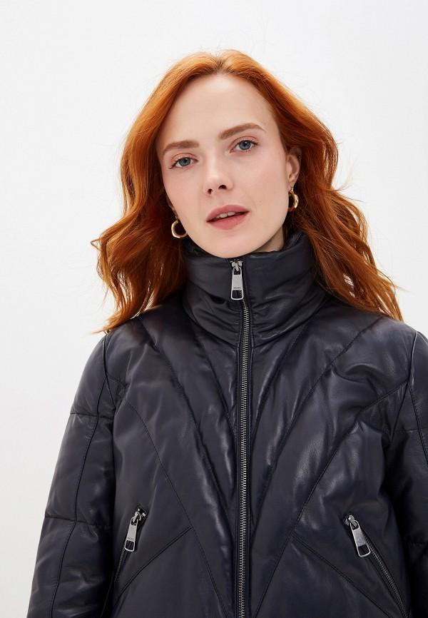 Фото 4 - Куртку кожаная Boss синего цвета