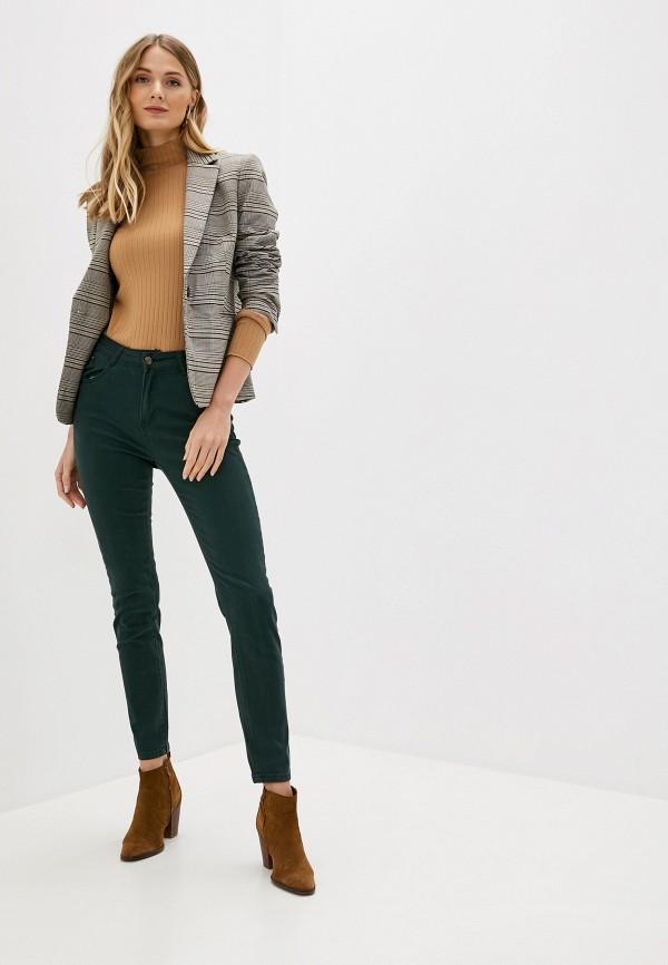 Фото 2 - женские брюки Bruebeck зеленого цвета