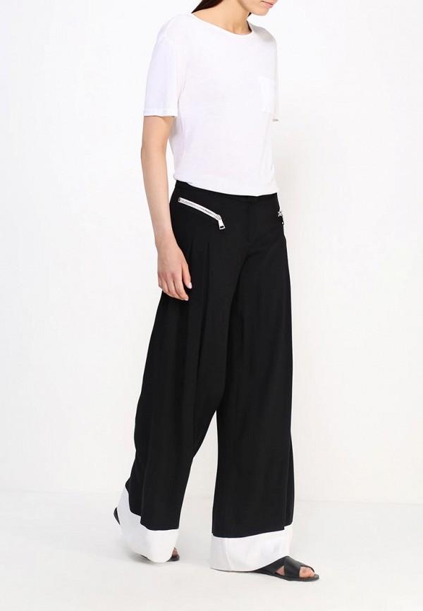 Фото 2 - женские брюки Byblos черного цвета
