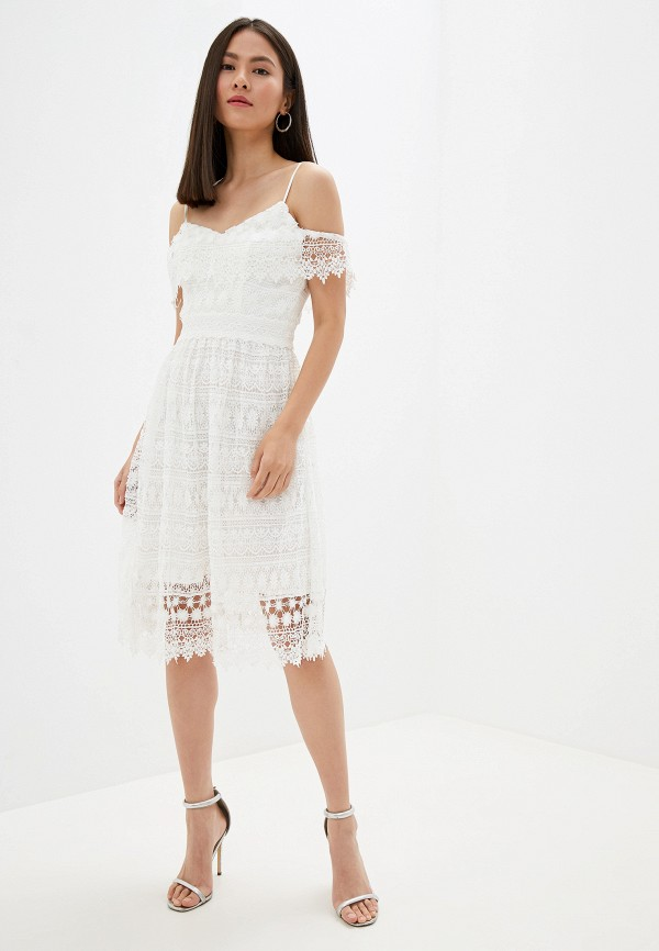 Фото 2 - женское платье Chi Chi London белого цвета