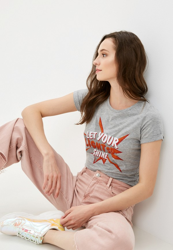 Фото - Женскую футболку Dali серого цвета