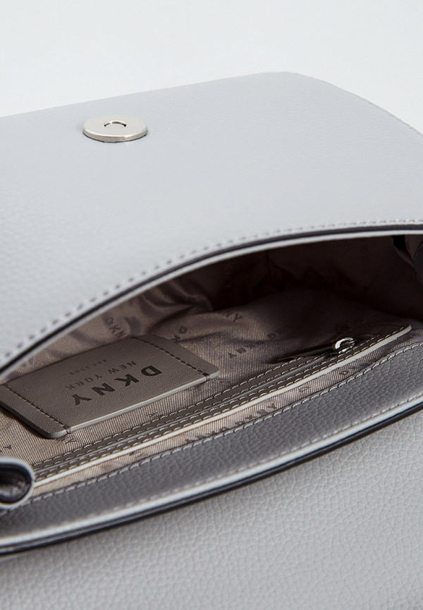 Фото 4 - женскую сумку DKNY серого цвета