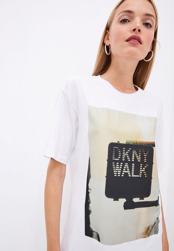 Фото 4 - женскую футболку DKNY белого цвета