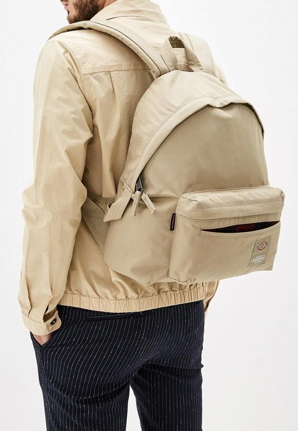 Фото 5 - мужской рюкзак Eastpak бежевого цвета