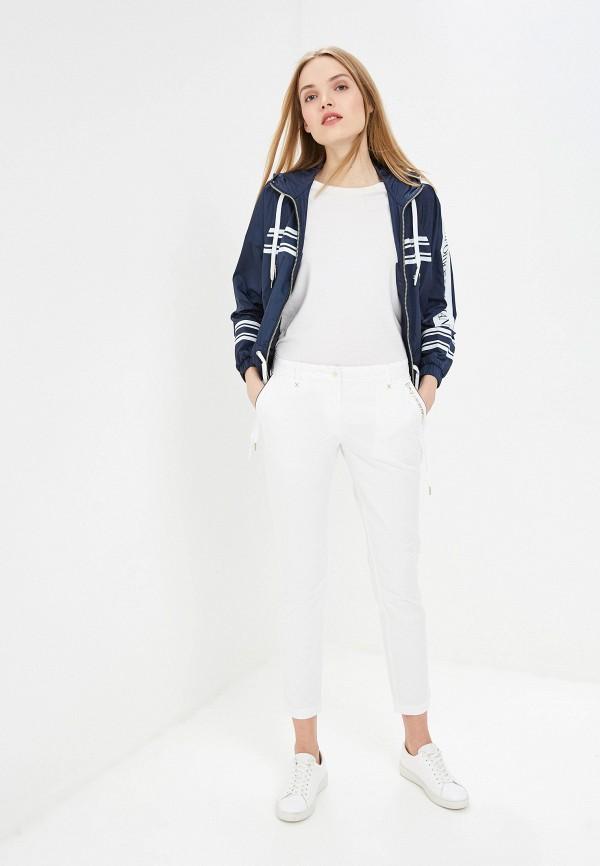 Фото 2 - женские брюки EA7 белого цвета