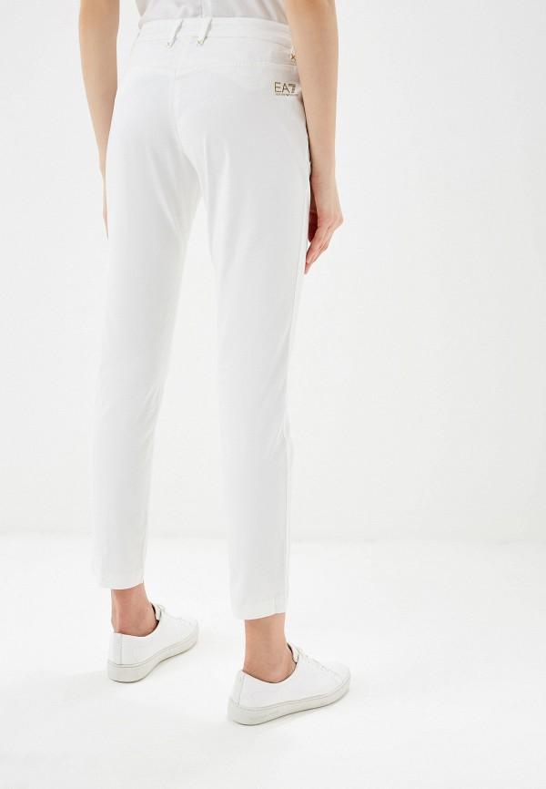 Фото 3 - женские брюки EA7 белого цвета
