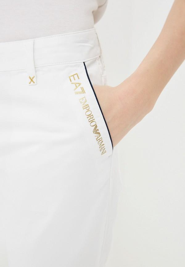 Фото 4 - женские брюки EA7 белого цвета