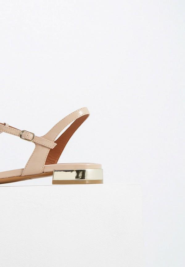 Фото 4 - женские сандали Emporio Armani бежевого цвета