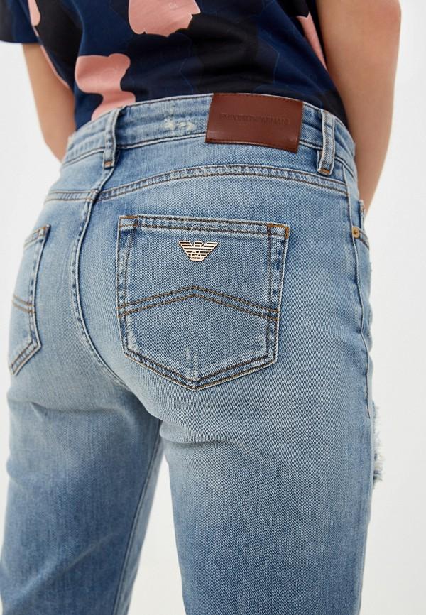 Фото 5 - женские джинсы Emporio Armani голубого цвета