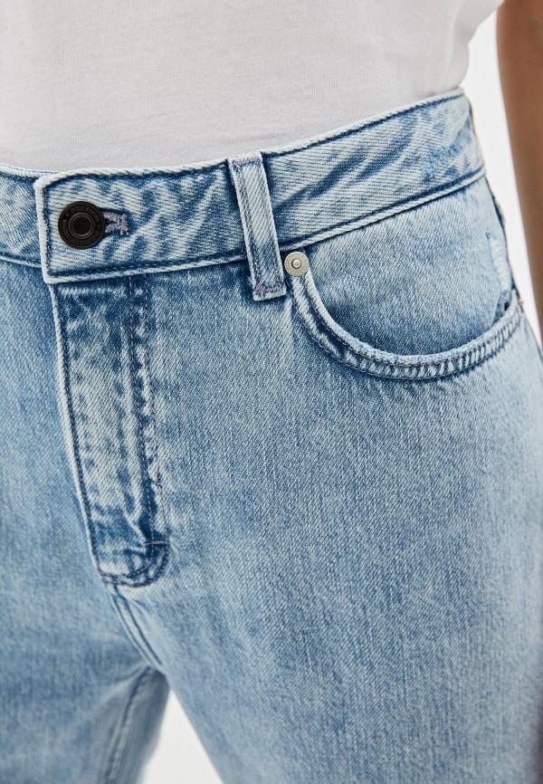 Фото 4 - женские джинсы French Connection голубого цвета