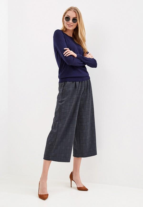 Фото 2 - женские брюки Gap серого цвета