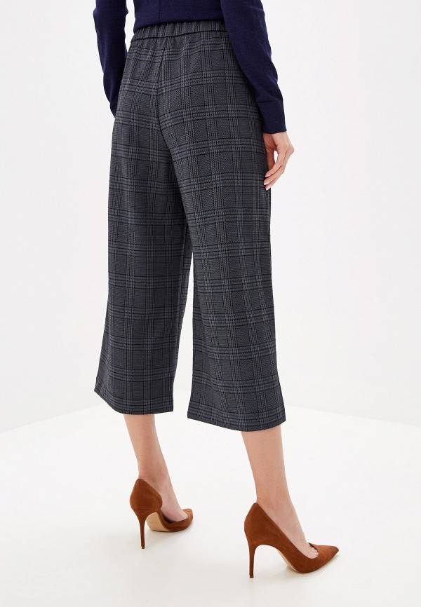Фото 3 - женские брюки Gap серого цвета