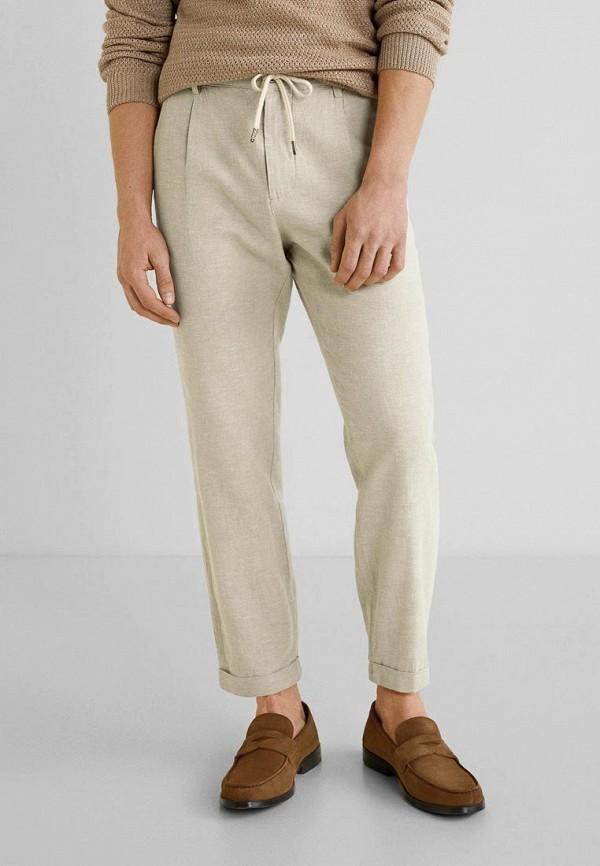 Фото - мужские брюки Mango Man бежевого цвета