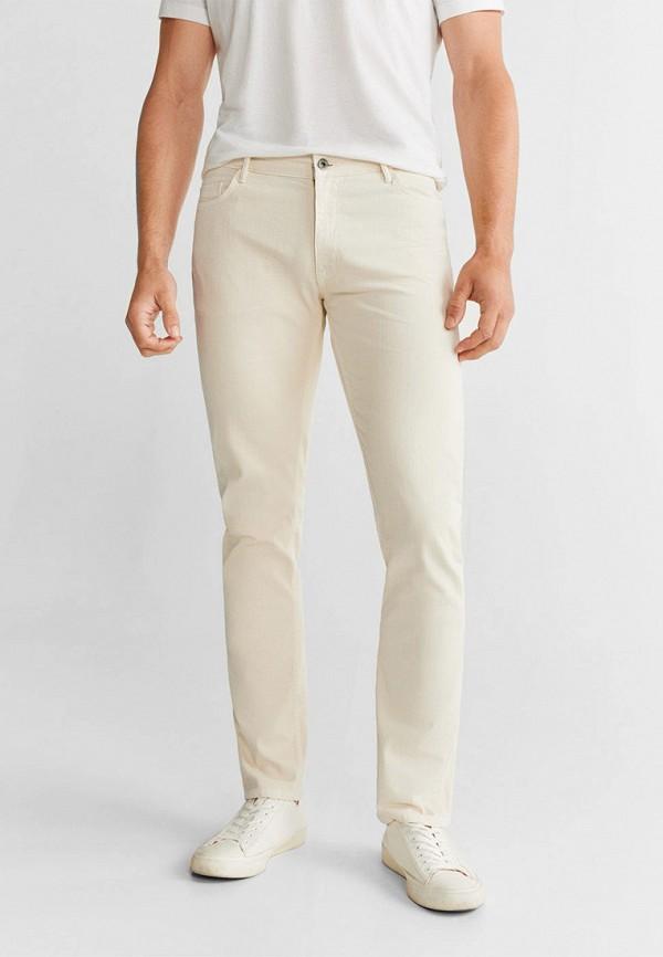 Фото - Мужские брюки Mango Man белого цвета