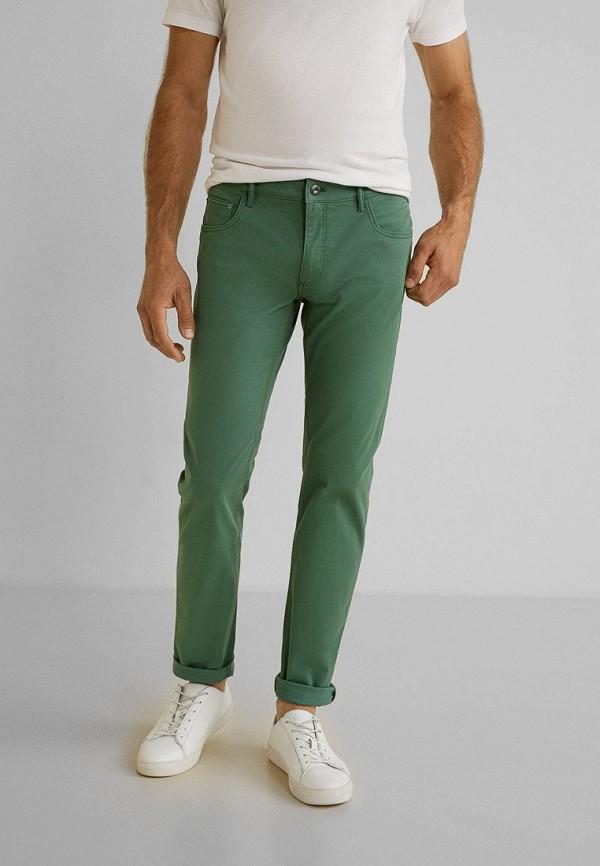 Фото - Мужские брюки Mango Man зеленого цвета
