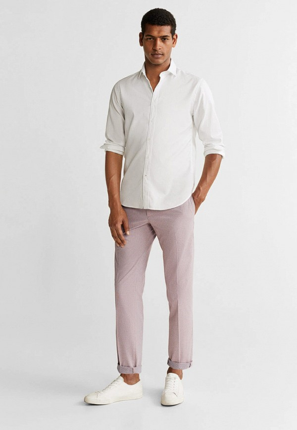 Фото 2 - Мужские брюки Mango Man розового цвета