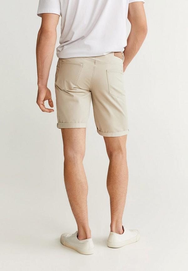 Фото 3 - мужские шорты Mango Man бежевого цвета