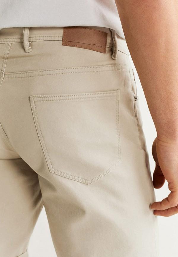 Фото 4 - мужские шорты Mango Man бежевого цвета